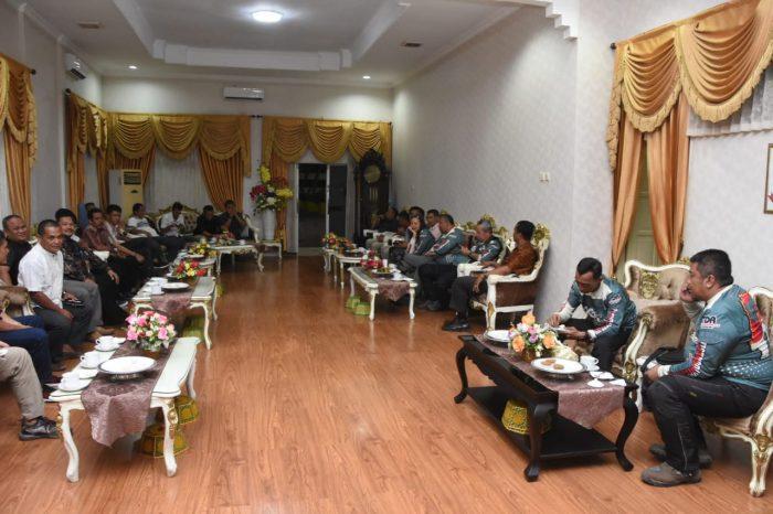 Bupati-Soppeng-H-Kaswadi-Razak-menerima-kedatangan-Mantan-Wakapolri-11-e1583593746702