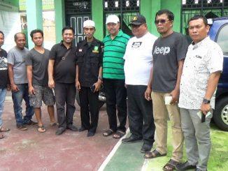 Memilih tak bermain lumpur, Pares Jip Club (PJC), bersama Dandim 1405 dan Laskar Merah Putih Kota Parepare, melakukan Bakti Sosial dengan Anjangsana ke Sejumlah Panti Asuhan di Kota Parepare,Sulawesi Selatan, Minggu ( 31/12/2017).