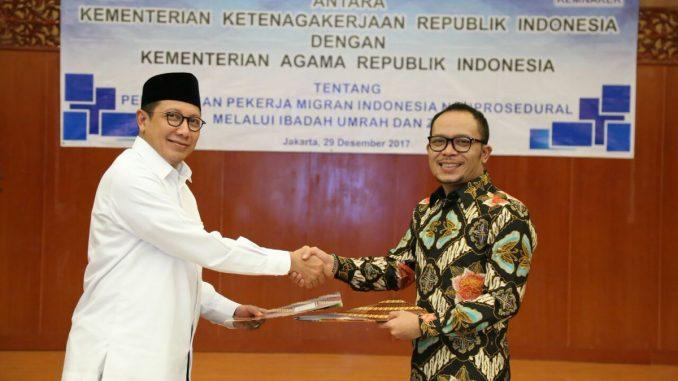 Penandatanganan MoU langsung oleh Menaker M. Hanif Dakhiri dan Menag Lukman Hakim Saifuddin di ruang Tripartit, Kemnaker Jakarta, Jumat (29/12)