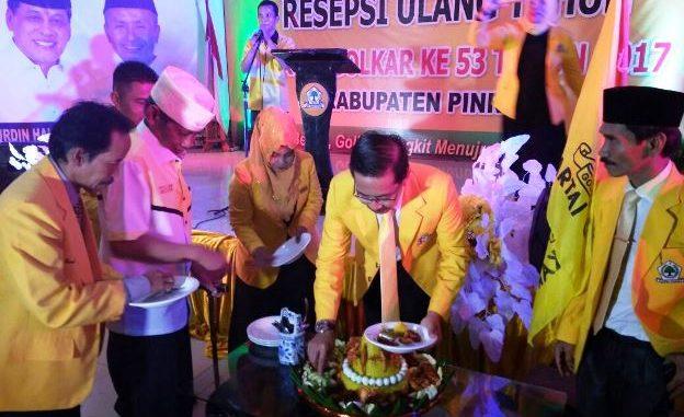 Dewan Pimpinan Daerah (DPD) Partai Golkar Pinrang menggelar resepsi HUT ke-53 Partai Golkar. Kegiatan ini dirangkaikan Maulid Nabi Muhammad SAW, serta penerimaan penghargaan oleh Tokoh Pembesar Partai Golkar Pinrang. Acara ini digelar di Gedung PKK Kabupaten Pinrang.