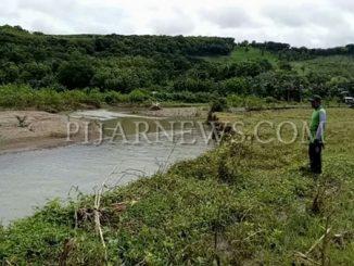 Banjir yang sempat melanda Kota Parepare, mengakibatkan lokasi persawahan yang berada di dekat Sungai Lompoe, tepatnya di Kecamatan Bacukiki, Kelurahan Lemoe, terancam terkena abrasi.