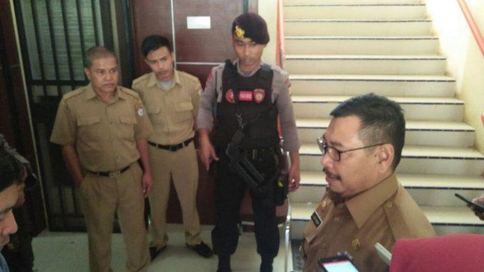 Pelaksana Tugas (Plt) Kepala Dinas (Kadis) Lingkungan Hidup (LHD) Kota Makassar, Azis Hasan yakin dirinya tidak terkait kasus dugaan korupsi pengadaan pohon Ketapang kencana yang dikelola dinasnya.