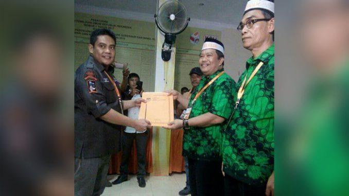 Lewat jalur independen pasangan Hamka Mahmud-Ahsan mendaftar ke KPUD Pinrang sebagai bakal calon bupati dan wakil Bupati. Senin siang (8/1), Hamka-Ahsan berjalan diantara ribuan pendukungnya.