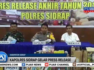Kapolres Sidrap AKBP Ade Indrawan bersama Sekretaris Daerah (sekda) Kabupaten Sidrap Sudirman Bungi, Komandan Kodim 1420 Sidrap Letkol Inf Eko Paskah dan gelar Press Realis Akhir Tahun 2017 di Loby Mapolres Sidrap.