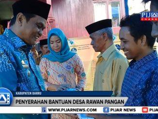 Bupati Barru Suardi Saleh menyerahkan dana bantuan mandiri pemerintah (Bamper) program kawasan mandiri pangan kepada lima desa di Kecamatan Pujananting, Kabupaten Barru, Sulawesi Selatan.