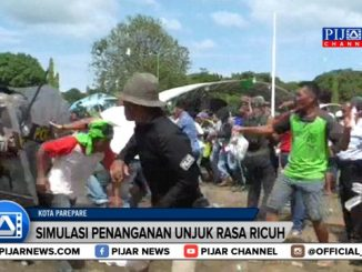 Aksi unjuk rasa ratusan pendukung salah satu pasangan Calon Wali Kota Parepare, Sulawesi Selatan, di Kantor Komisi Pemilihan Umum Daerah setempat, berlangsung ricuh. Para pengunjuk rasa ini terpaksa harus dibubarkan paksa pasukan anti huru-hara dan polisi sempat mengelurakan tembakan dan menagkap sejumlah provokator, hal ini tergambar dalam simulasi pengamanan pilkada serentak yang akan digelar pada juni 2018 mendatang.