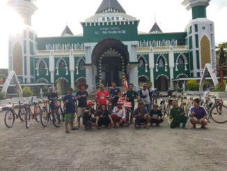 Damin tiba di Pinrang dan bertemu Komunitas Sepeda Onthel Pinrang (KOPI), Pria yang berkeliling Indonesia dengan sepeda onthelnya.