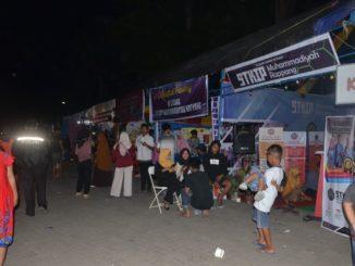 Sejumlah warga berkunjung ke pameran Sidrap