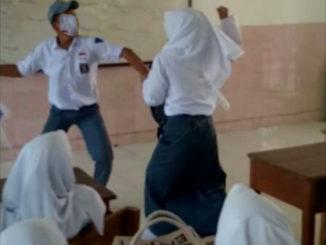 Siswa berkelahi dalam kelas