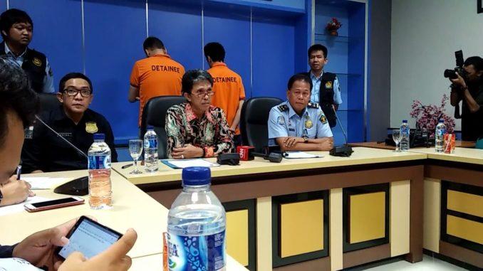 Rilis dua WNA Turki pelaku skimming di Makassar. Keduanya di deportasi pihak Kantor Imigrasi Kelas I Makassar.(mks)