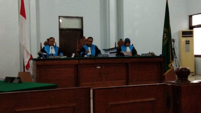 menunggu sikap KPU Makassar