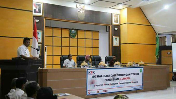 Bupati Barru, Suardi Saleh saat memberi sambutan pada acara sosialisasi E-LHKPN di Barru, Rabu (21/3). (Foto: Humas Pemkab Barru).