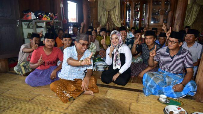 Tokoh Tolotang menyambut hangat kedatangan Cabup nomor 1 Sidrap, Fatmawati, Jumat (16/3).(ist)