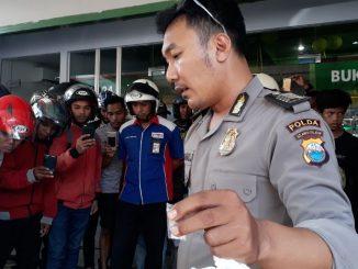 Personil Polda Sulsel berhasil menangkap penyalahguna narkoba jenis sabu saat melakukan pengawalan pengisian mesin ATM di Jalan Mannuruki.(ist)