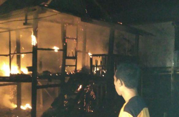 rumah dilalap si jago merah di Pinrang