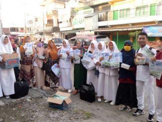 mahasiswa/i Stikes Muhammadiyah Sidrap berbagi takjil