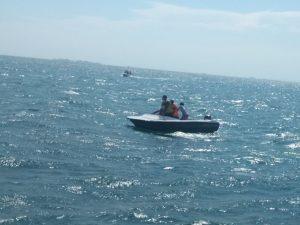 Tim SAR Gabungan melakukan pencarian penumpang KM Arista di perairan Makassar.