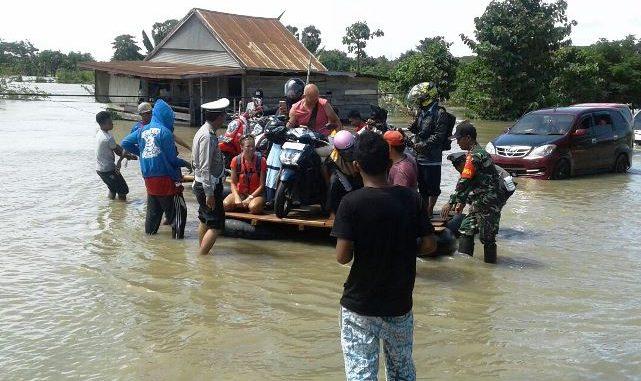 Urus Kemanusiaan, IYL Terus Koordinasi Penanganan Korban Banjir di Wajo