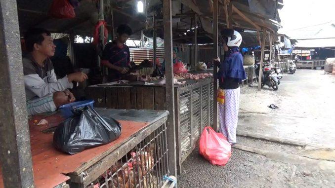 Harga Ayam Belum Turun, Pedagang Curiga Ada Permainan Harga di Tingkat Pengecer