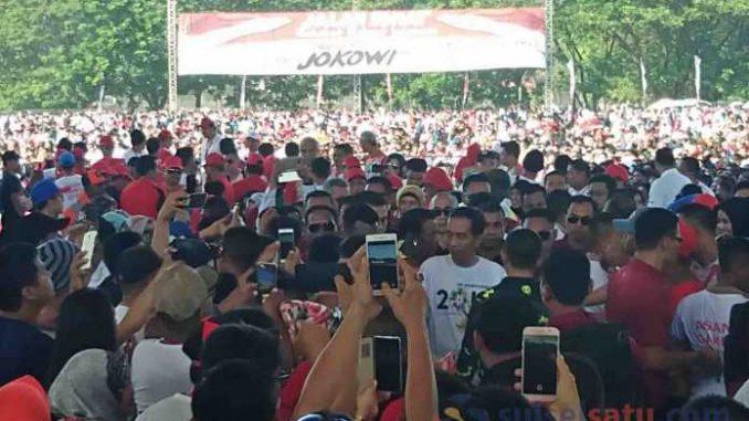 Presiden Jokowi Bersama 17 Gubernur Hadiri Jalan Sehat SRI di Makassar