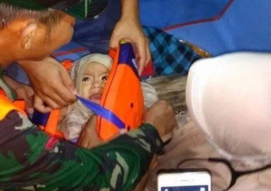 Ibu Ikat Bayinya di Pelampung, Selamat Setelah Mengapung Berjam-jam