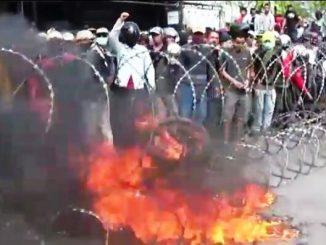 Massa Kembali Demo Panwaslu Pinrang Tuntut Pemungutan Suara Ulang