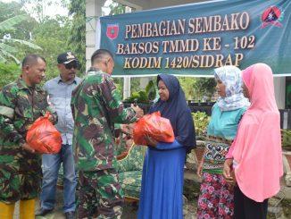 Satgas TMMD dan Persit Kodim Sidrap Bagikan Sembako di Desa Botto