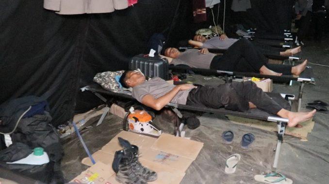 Kapolda Sulsel Pilih Tidur di Tenda Penampungan Usai Memberi Bantuan di Lombok
