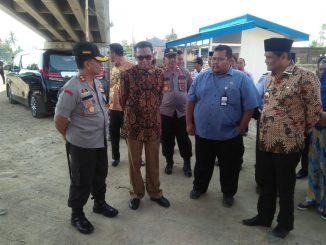 Gubernur Sulsel Nurdin Abdullah didampingi Bupati Barru Suardi Saleh, PPK pengembangan Perkeretaapian, Doni Adi Kuncoro dan Kapolres Barru.