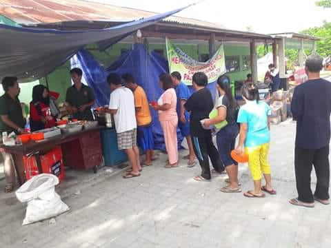 Relawan Barru Buka Dapur Umum di Pengungsian Korban Gempa dan Tsunami