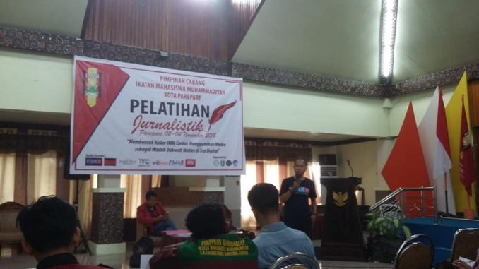 Jurnalis PIJAR Berbagi Pengalaman di Pelatihan Jurnalistik IMM Parepare