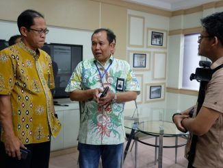 General Manager PLN Unit Induk Pembangkitan dan Penyaluran Sulawesi, Purnomo Iskak saat memberi keterangan kepada awak media.