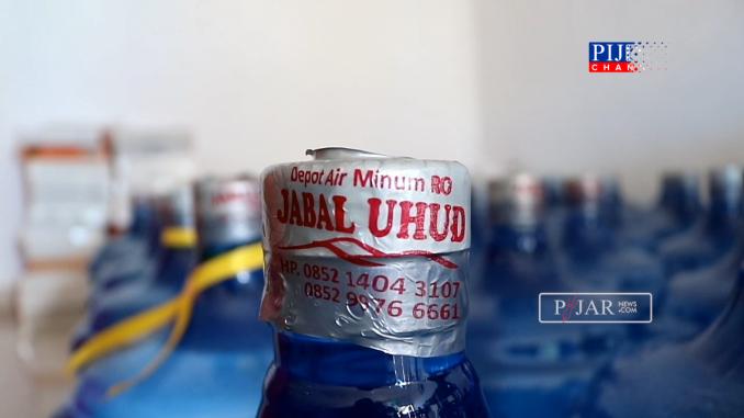 Kemasan air minum isi ulang Jabal Uhud.