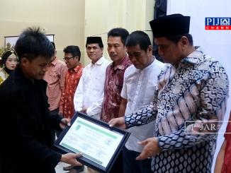 Suardi Saleh terima piagam penghargaan Deklarator Alumni Ika Gappembar.