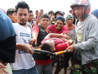 Bocah Aqila ditemukan oleh warga di dekat pelelangan ikan Barru. (Sumber Foto : Rakyatku.com)