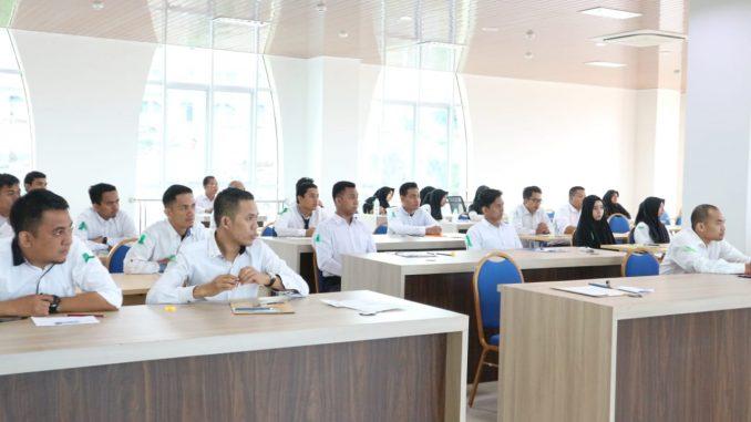Peserta CPNS sebelum melaksanakan ujian psikotes di Perpustakaan IAIN Parepare, Senin 17 Desember 2018.