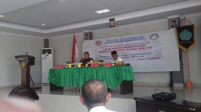 Ketua DPRD Parepare, Kaharuddin Kadir saat menjadi pembicara pada seminar pendidikan di Parepare.