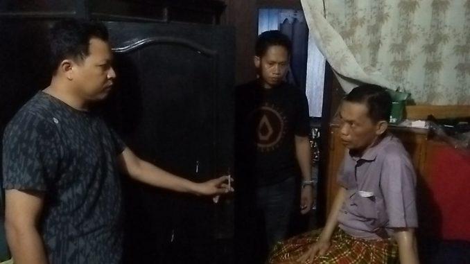 Polisi melakukan pemeriksaan di rumah pengantin usai terjadi aksi pencurian.