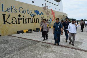 Kapolres Barru, AKBP Burhaman saat melakukan sidak ke Pelabuhan Awerange.