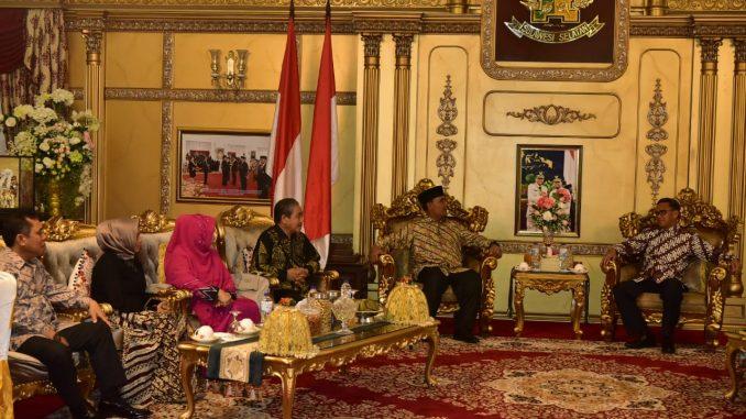 Gubernur Sulsel, Nurdin Abdullah menggelar ramah tamah di rujab Gubernur Sulsel.