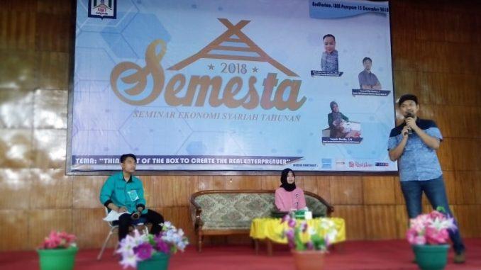 Ketua TDA Sulsel, Syamsul Rijal Madani saat memotivasi mahasiswa agar bisa berwirausaha.