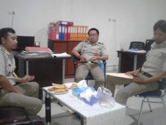 Petugas Badan Pertanahan Nasional saat memberi keterangan pers.