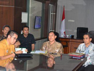 Wakil Bupati Sidrap, H Mahmud Yusuf (tengah) memimpin rapat membahas BPJS gratis.