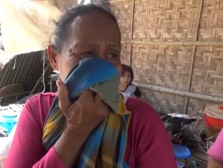Kursia Menangis Anak dan Rumahnya menjadi Korban Angin Kencang.