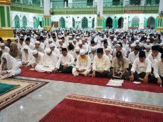 Ribuan jamaah mengikuti tasyakuran usai pelantikan Bupati dan Wakil Bupati Sidrap periode 2018-2023, H Dollah Mando-H Mahmud Yusuf, di Masjid Agung Pangkajene Sidrap.