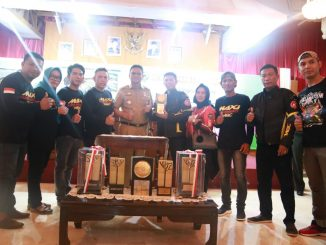 Bupati Barru, Suardi Saleh foto bersama dengan Komunitas MBC.