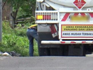 Salah satu unit mobil tangki yang diduga mampir di Jalan Cempae, Parepare.