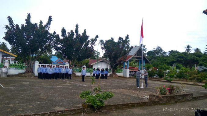 Suasana upacara di Kecamatan Pitu Riase.