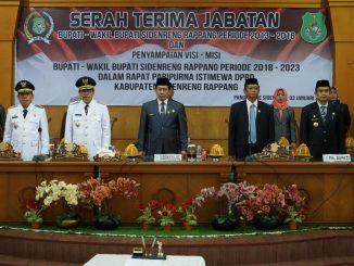 Bupati Sidrap H Dollah Mando dan Wakil Bupati H Mahmud Yusuf saat menghadiri acara serah terima jabatan di DPRD Sidrap.