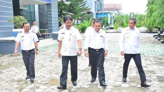 Wakil Bupati Sidrap, Mahmud Yusuf bersama sejumlah Kepala SKPD usai melakukan kunjungan.